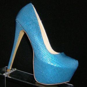 Shoedazzle 'Towano' blue snake print platforms 7M